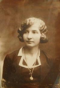 Maminka Emilie Hajná (Stránská)