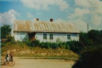 Dům prarodičů Václava a Marie Stránských v obci Bojarka na Volyni  v němž měli obchod. Rok 1975