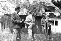 Obec Rovečná, 1942, Karel Engliš se synem a s otcem pamětníka