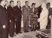 Otec u prezidenta E. Beneše - čtvrtý zleva