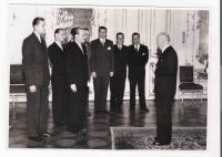 V.S. na návštěvě u prezidenta E. Beneše v roce 1946 spolu s delegací studentů postižených represemi 17. 11. 1939 (druhý zprava)