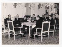 V.S. na návštěvě u prezidenta E. Beneše v roce 1946 spolu s delegací studentů postižených represemi 17.11.1939 (první zprava)