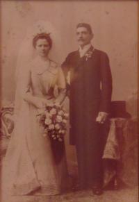 Historické fotky: Svatební fotka Fany Franciska (Františka), dědečkova sestra, Vídeň (kde žila), asi 1895-1896