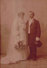 Historické fotky: Svatební fotka Marie Elischberger, dědečkova sestra, Merano (kde žila), Itálie (později zemřela na španělskou chřipku)
