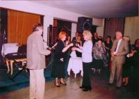 Společnosti přátel Jugoslávců, Čechů a Slováků, První ples (11. 4. 2003) v domu Jugoslávské lidové armády v Bělehradě, na kterém pamětnice jako nejmladší babička dostala dort
