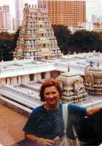 Chrám v Singapuru, 1976 nebo 1977
