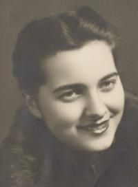 1948 - Marie Brychtová krátce po svatbě