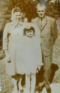 Manželé Grůzovi s dcerou