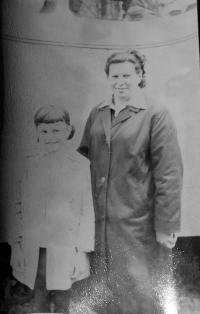 Manželka Marie Grůzová s dcerou