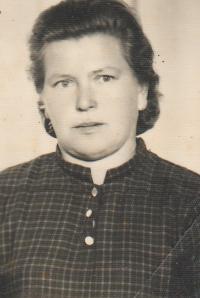 Dobový portrét pamětnice Franjica Poznik (fotka do občanky), kolem r. 1970 (Franjica Poznik, slika za ličnu kartu, oko 1970.)
