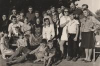 Svatba Jozi, Beška, srpen 1971: pamětnice a manžel Franjo, dcera Marija, bratři Franja a Veno, a sestra Marie (jejiž syn se žení)