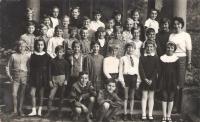 Fourth grade, Vladimir Nazor Elementary School (today Jovan Ducic), in front of the main entrance around, Petrovaradin, 1967