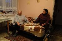 Pamětnice se sousedkou Marií Vyskočilovou (vlevo, http://www.pametnaroda.cz/witness/index/id/2037) během natáčení, Blatnice pod Svatým Antonínkem, 2017