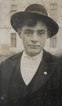Otec pamětnice za svobodna, Blatnice pod Svatým Antonínkem, cca 1925