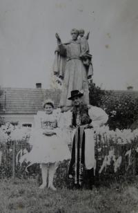 Svěcení sv. Antonínka, sousedka a bratr, Blatnice pod Svatým Antonínkem, 1949 nebo 1950