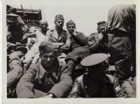 Transport čsl. vojáků od francouzských břehů k Gibraltaru - nákladní loď přepravující uhlí (léto 1940) - Jiří Horák v popředí hledí do fotoaparátu