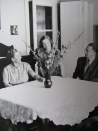 Zuzana B. with parents