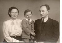 Harry Farkaš with his parents