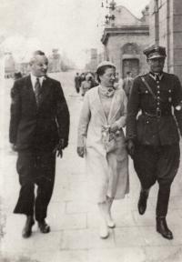 Waršava před válkou, matčin bratr Bohdan, matka Alina, otec Stanislaw