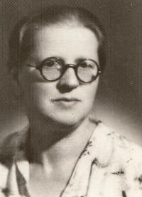 Maminka Alina (za války)