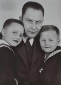 Čeněk Ruller se syny Čeňkem a Ivanem