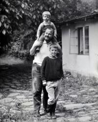 Na Vysočině se synem Tomášem 1971
