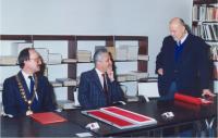 Předávání děkanské funkce v roce 1994
