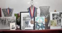 Část z jeho pohárů z cyklistických závodů