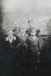 Kovářík Oldřich s rodinou