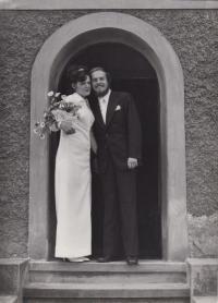 Svatební fotografie s manželkou Janou Novotnou, 1974