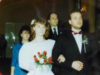 Svatba Dany a Petra Holubáře v roce 1990, kde svědčil Stanislav Devátý