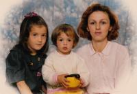 Fotografie rodiny, která se k Edibovi během války dostala přes Červený kříž (1993)