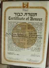 Diplom k udělení titulu Spravedlivý mezi národy manželům Josefovi a Anně Holátkovým z roku 1992