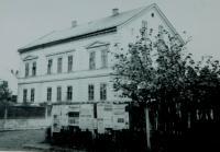 Dům rodiny Holátkovi v Šumperku. Zbourán v roce 1968