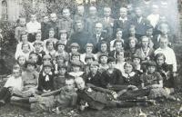 Školní fotografie z Volyně nejspíš Českých Novin