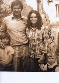 S manželem a dcerami na konci 70. let
