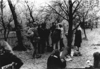 Druhý den ráno po undergroundovém festivalu pořádaném v roce 1985 v rámci narozenin Antonína Mikšíka