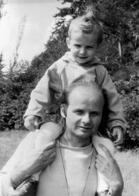 Antonín Mikšík se synem Matějem v roce 1993