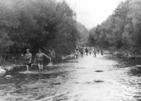Šlapobečva v roce 1986. Máničky šli deset kilometrů řekou.