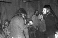 V hospodě Čtverka v Uničově. Muzikálový večer na téma 60. let