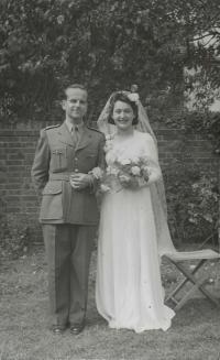 Miloš and Olička, their wedding Oxford 1942