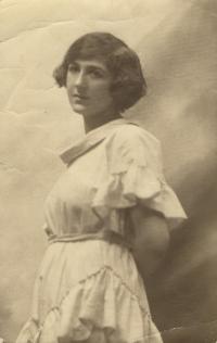 Olga Horníčková - Pacovská, mother, 1920