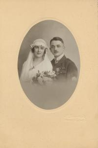 Jaroslav a Olga Horníčkovi, wedding photo, Warsaw, 1920