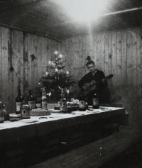 PTP - Milan Kroupa hraje na kytaru