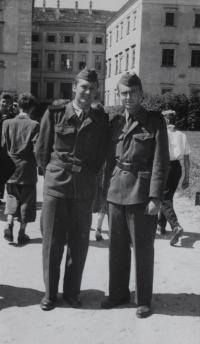 Milan Kroupa (vpravo) s kamarádem 2