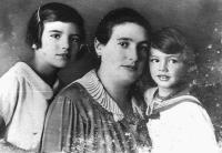 Šmuel s matkou a sestrou