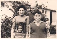 Šmuel s rodinou