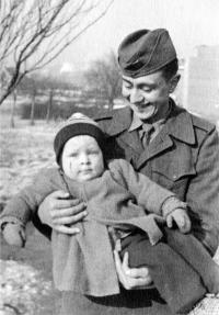pamětník Jaroslav Plaček se synovcem Daliborem