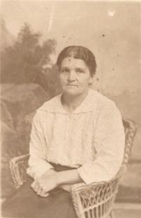 Babička Marie Bartůňková, Brno asi 1920