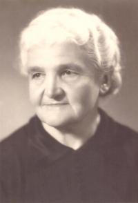 Babička Marie Bartůňková, Praha asi 1940